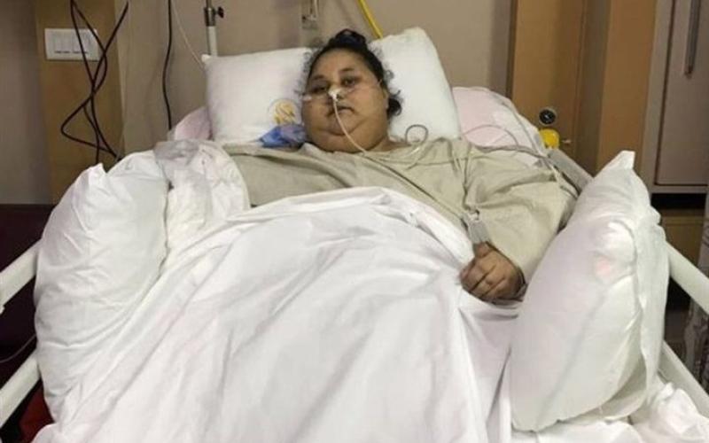الصورة: بالفيديو.. وصول أسمن امراة في العالم لأبوظبي لاستكمال علاجها