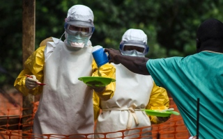 """وفاة 11 شخصا بسبب مرض """"غريب"""" في ليبيريا"""