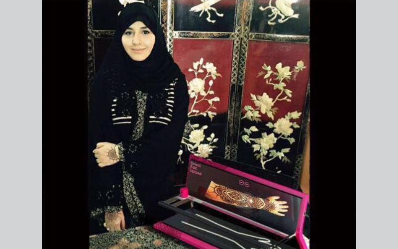 طالبة من جامعة الإمارات تحصل على براءة اختراع لأول جهاز لرسم الحناء