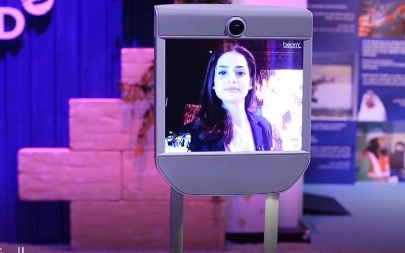 """بالفيديو.. مصور ومذيع """"روبوت"""""""