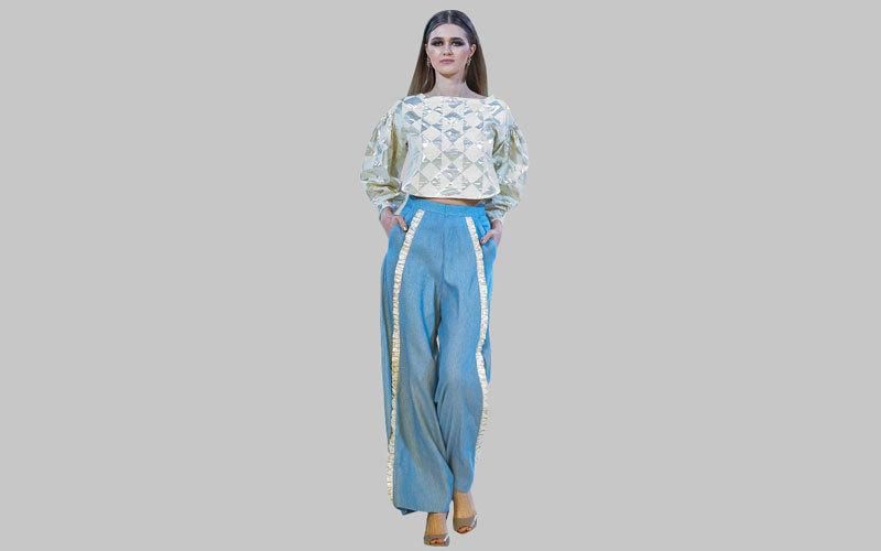 أزياء إيمان المدفع دمجت الطابع العملي لملابس المرأة مع الأناقة.  من المصدر