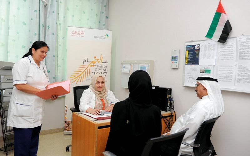 «عيادة تطوعية» تعالج الأطفال والنساء بالمجان في دبي
