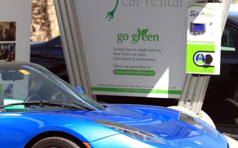 «الطاقة» تطلق برنامج محفزات لتشجيع استخدام المركبات الكهربائية