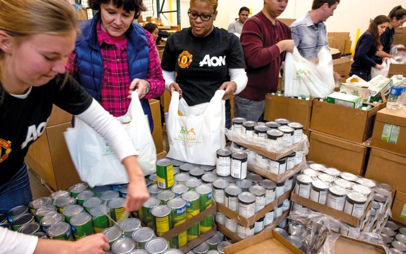 الصورة: المنظمات الخيرية الأميركية تزود الفقراء بطعام صحي