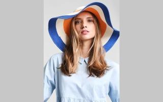 الصورة: قبعات صيف 2017 زاهية و «متحررة»