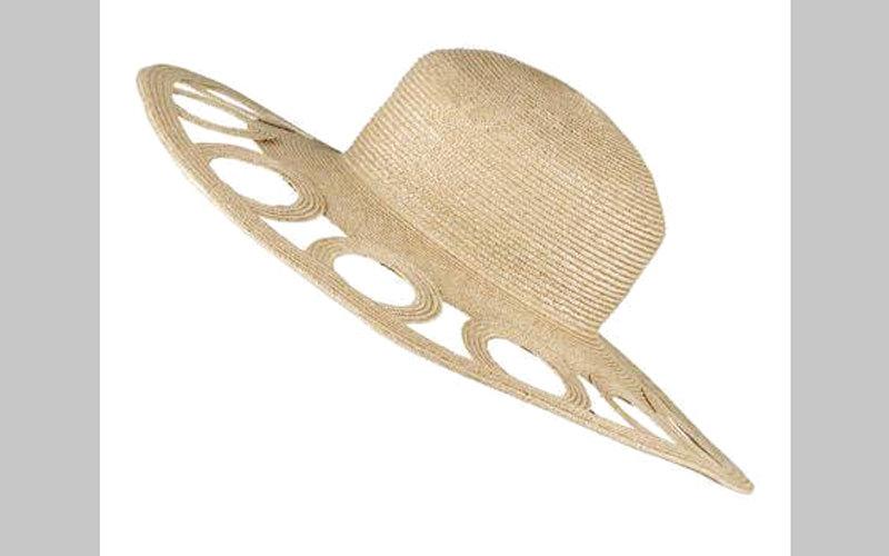 قبعات صيف 2017 زاهية و «متحررة»
