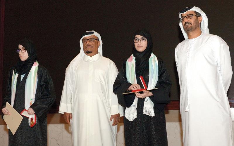 شقيقتان كفيفتان تفوزان بجائزة علماء الشباب في الرياضيات