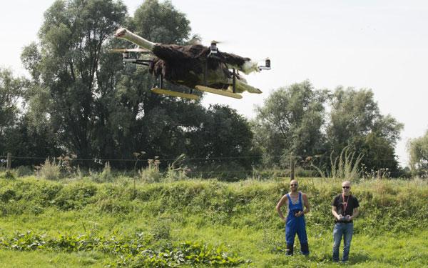 """بالفيديو والصور: بارت جانسن.. قصة """"بقرة"""" ولو طارت"""