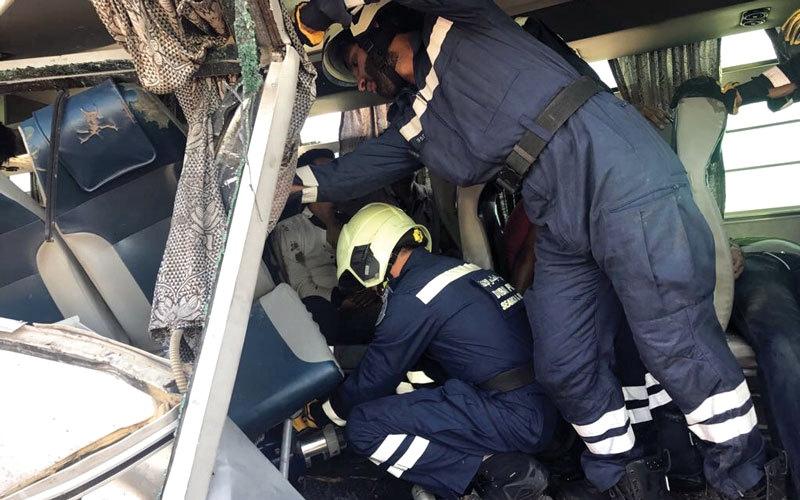وفاة 7 أشخاص وإصابة 35 آخرين   في حادث اصطدام حافلة بشاحنة