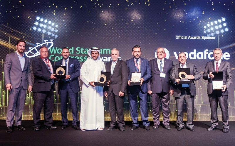 استاد هزاع يفوز بجائزة أفضل تصميم في العالم