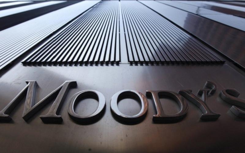 """""""موديز """"تخفض التصنيف الائتماني للصين وتحذر من تلاشي قوتها المالية"""