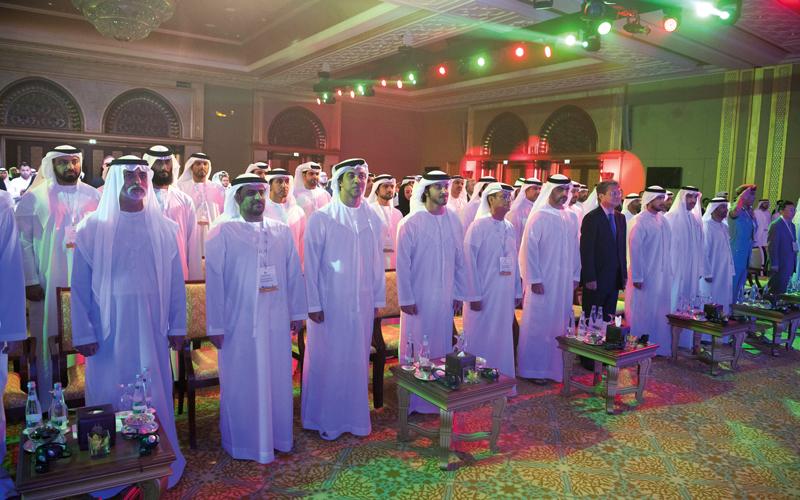 هزاع بن زايد خلال حفل إطلاق المشروع بحضور منصور بن زايد وحامد بن زايد. وام