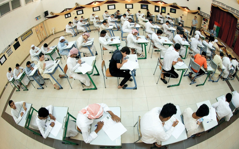 «التربية» تحظر الهواتف والتطبيقات في لجان الامتحانات