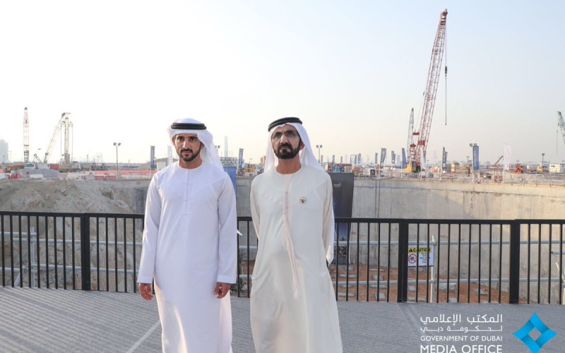 محمد بن راشد  يتفقد سير العمل بمشروع البرج الجديد في خور دبي